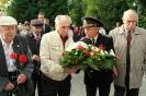 В день освобождения на военном кладбище Таллина_32